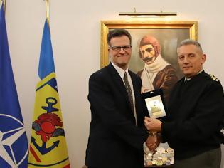Φωτογραφία για Συνάντηση Αρχηγού ΓΕΕΘΑ με τον Πρέσβη του Καναδά