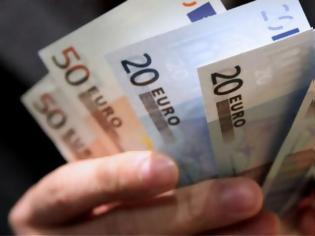 Φωτογραφία για Άρπαξε 8.700 ευρώ από αυτοκίνητο αλλά ο πατέρας του παρέδωσε τα κλεμμένα χρήματα