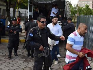 Φωτογραφία για Κινηματογραφική απόδραση με τέσσερις αστυνομικούς νεκρούς