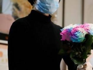 Φωτογραφία για Ανθοπωλείο στην Κίνα στέλνει λουλούδια και απολυμαντικό
