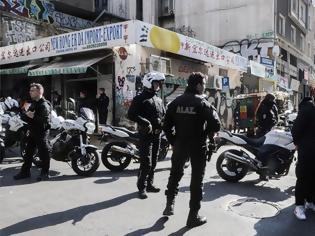 Φωτογραφία για Αστυνομική επιχείρηση στη Μενάνδρου: Ψάχνουν τον δολοφόνο του 25χρονου Αφγανού