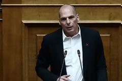 Ο Βαρουφάκης κατέθεσε USB με τις ηχογραφήσεις από τα Eurogroup -Ο Τασούλας του το επέστρεψε