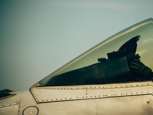 Φωτογραφία για Οι Ελληνίδες πιλότοι στα Φάντομ και στα Μιράζ