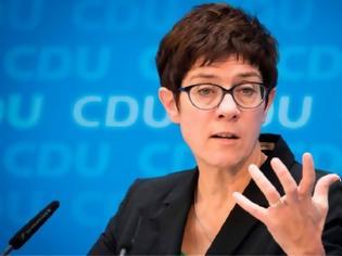 Φωτογραφία για H Καρενμπάουερ θα προτείνει αρχηγό για το CDU στις 24 Φεβρουαρίου