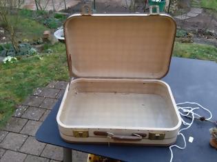 Φωτογραφία για ΚΑΤΑΣΚΕΥΕΣ - Βρήκε μια παλιά βαλίτσα στα σκουπίδια. Τι έκανε με αυτήν; Εκπληκτικό!