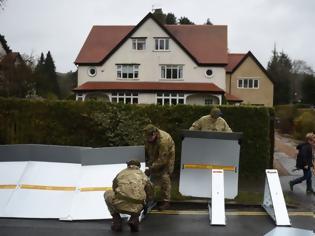 Φωτογραφία για Η φονική καταιγίδα «Ντένις» σαρώνει τη Βρετανία - Δύο νεκροί