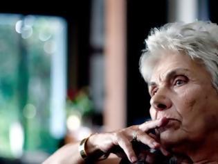 Φωτογραφία για Κική Δημουλά: Αγωνία για την σπουδαία ποιήτρια- Νοσηλεύεται στην Εντατική