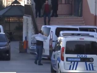 Φωτογραφία για Πανικός σε σχολείο στην Άγκυρα: Ένοπλος άνοιξε πυρ και τραυμάτισε τον διευθυντή