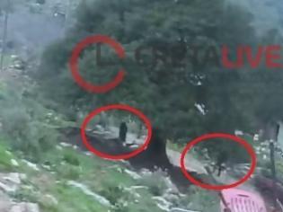 Φωτογραφία για Βίντεο σοκ από το φονικό στην Κρήτη -Η στιγμή που ο 43χρονος πυροβολεί πατέρα και γιο