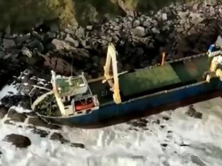 Φωτογραφία για Πλοίο φάντασμα ξεβράστηκε στην Ιρλανδία (video)