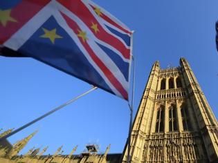 Φωτογραφία για Brexit: Συμφωνία «μεταξύ ίσων» θα επιδιώξει η Βρετανία με την ΕΕ για το εμπόριο