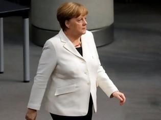 Φωτογραφία για Διχασμένοι οι Γερμανοί για το αν πρέπει να παραμείνει καγκελάριος η Μέρκελ