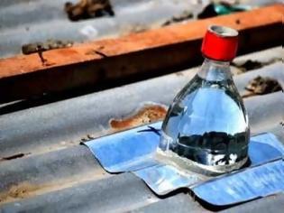 Φωτογραφία για ΚΑΤΑΣΚΕΥΕΣ - Η πατέντα του αιώνα! Δωρεάν φως με πλαστικό μπουκάλι και νερό!!! Πώς θα τα καταφέρετε;