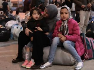 Φωτογραφία για Die Zeit για Μόρια: Προσφυγόπουλα έρχονται υγιή και αποκτούν σοβαρές ψυχικές διαταραχές
