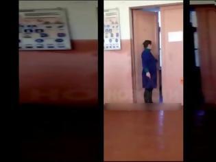Φωτογραφία για Ρωσία: Καθηγήτρια τραβάει την καρέκλα από μαθητή κι εκείνος την γρονθοκοπεί (video)