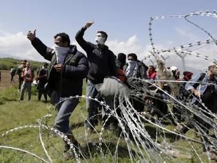 Φωτογραφία για ΛαθροΜετανάστες Κατέλαβαν Ελληνικό Έδαφος Και Ξηλώνουν Σπίτια... 100 Στρέμματα Ελλήνων έγιναν παραγκούπολη... ΒΙΝΤΕΟ