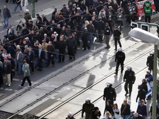 Φωτογραφία για DW: «Η Γερμανία έχει τεράστιο ναζιστικό πρόβλημα»