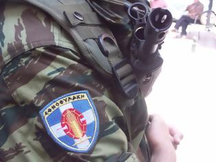 Φωτογραφία για Δεκάδες εθνοφύλακες στη Χίο παραδίδουν τα όπλα τους!