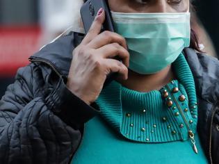 Φωτογραφία για Πανικός για μια μάσκα λόγω κορωνοϊού: Ψάχνουν μέχρι και σε χρωματοπωλεία - Τετραμελείς οικογένειες ζητούν 50 μάσκες