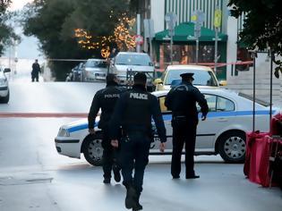 Φωτογραφία για Χολαργός: Αστυνομικός πυροβόλησε σε πορτ μπαγκάζ αυτοκινήτου έπειτα από τροχαίο