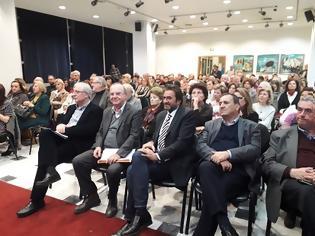 Φωτογραφία για Πραγματοποιήθηκε στη κατάμεστη αίθουσα του Δημοτικού Συμβουλίου, η παρουσίαση του βιβλίου του Δημήτρη Στρατούλη στο Μαρούσι