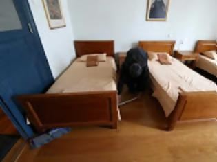 Φωτογραφία για 13233 - Η καθημερινότητα του διακονητή στον Βατοπαιδινό ξενώνα