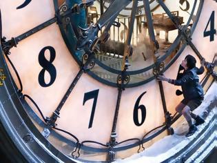 Φωτογραφία για Γιατί γυρίζουμε μία ώρα μπροστά τα ρολόγια!