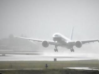 Φωτογραφία για Boeing 777 με πάνω από 200 επιβάτες επέστρεψε στη Μόσχα - Εντοπίστηκε ρωγμή σε παράθυρο