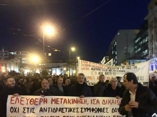 Φωτογραφία για Προπύλαια: Συγκέντρωση διαμαρτυρίας με κεντρικό σύνθημα «Ανοικτά Σύνορα»