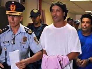 Φωτογραφία για Γιατί συνελήφθη ο Ροναλντίνιο στην Παραγουάη