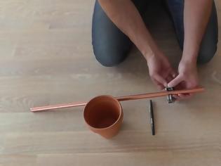 Φωτογραφία για ΚΑΤΑΣΚΕΥΕΣ - Παίρνει ένα Χάλκινο Σωλήνα και τον Τοποθετεί σε ένα Παράθυρο. Μόλις Δείτε το Λόγο, θα το Κάνετε κι Εσείς!