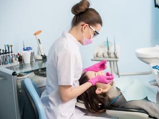 Φωτογραφία για Κορωνοϊός: Οι οδοντίατροι θα δέχονται μόνο τα έκτακτα περιστατικά