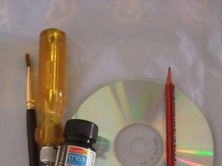 Φωτογραφία για ΚΑΤΑΣΚΕΥΕΣ - DIY:Διακόσμηση τοίχου με παλιά CD