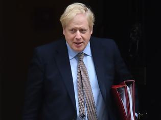 Φωτογραφία για Η επικίνδυνη προσέγγιση της βρετανικής κυβέρνησης: Θέλει ο πληθυσμός να νοσήσει για να αποκτήσει συλλογική ανοσία στον κορωνοϊό