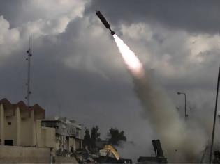 Φωτογραφία για Ιράκ: Νέα επίθεση με ρουκέτες εναντίον βάσης όπου σταθμεύουν ξένα στρατεύματα