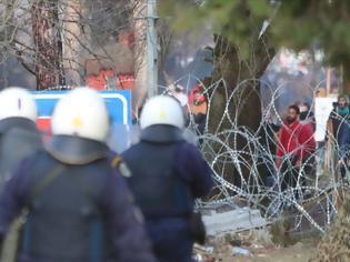 Φωτογραφία για Εβρος: Ενταση στα σύνορα τα ξημερώματα -Μετανάστες προσπάθησαν να περάσουν από το φράχτη
