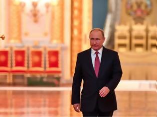 Φωτογραφία για Στο «μικροσκόπιο» για κρούσματα όλοι όσοι εργάζονται δίπλα στον Πούτιν