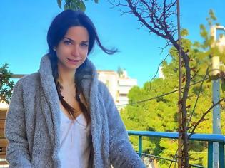 Φωτογραφία για Ποζάρει όπως δεν την έχουμε ξαναδεί!
