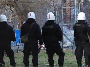 Φωτογραφία για Καστανιές Έβρου: Το ευχαριστώ των κατοίκων στις δυνάμεις των ΜΑΤ (video)