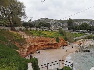 Φωτογραφία για Καιρός και προειδοποιήσεις για κορωνοϊό άδειασαν τις παραλίες