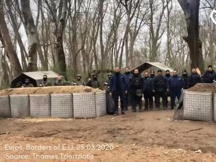 Φωτογραφία για Περηφάνια: Έλληνες Στρατιωτικοί και Αστυνομικοί ψάλουν τον Εθνικό Ύμνο στα σύνορα με την Τουρκία (ΒΙΝΤΕΟ)