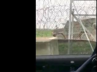 Φωτογραφία για ΒΙΝΤΕΟ.. Έβρος: Έλληνες «τρολάρουν» τουρκικό βαρύ όχημα που κόλλησε στην λάσπη