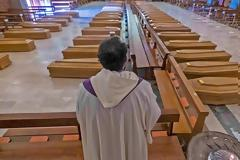 Ιταλία: Εκκλησία γεμάτη φέρετρα στο Μπέργκαμο - Συγκλονιστικές Φωτος