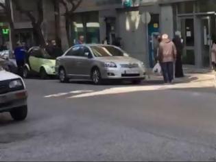 Φωτογραφία για Απαγόρευση κυκλοφορίας: Έρχονται χρονικοί περιορισμοί - Ουρές έξω από τράπεζες