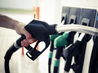 Φωτογραφία για Γιατί στην Ελλάδα είναι ακόμη ακριβή η βενζίνη;