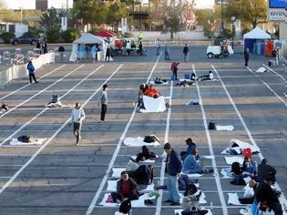 Φωτογραφία για Κορονοϊός: Εικόνες ντροπής στο Λας Βέγκας -Βάζουν τους άστεγους σε θέσεις πάρκινγκ