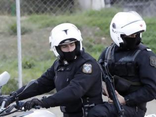 Φωτογραφία για Αστυνομικοί έσωσαν παιδάκι ενός έτους από πνιγμό