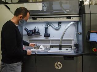 Φωτογραφία για Οι υπερσύγχρονοι 3D εκτυπωτές της Skoda μπαίνουν στην μάχη κατά της εξάπλωσης της πανδημίας του κορονοϊού