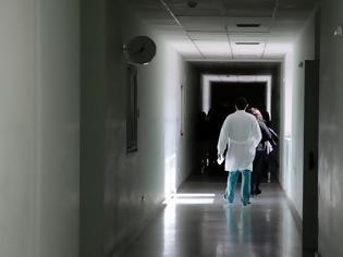 Φωτογραφία για Κορωνοϊός: Προβληματισμός για τον θάνατο 52χρονου – «'Υπουλο νόσημα» λέει ο καθηγητής Γιαμαρέλλος