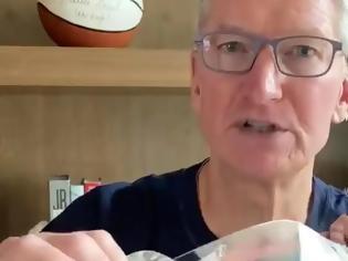 Φωτογραφία για Η Apple δημιουργεί τις δικές της ασπίδες προσώπου για τον κορωναϊο